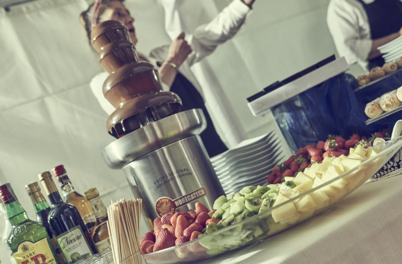 Cascades of sweetness: the chocolate fountains for your wedding
