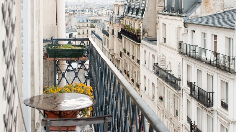 We Make Out A French Balcony In The Apartment
