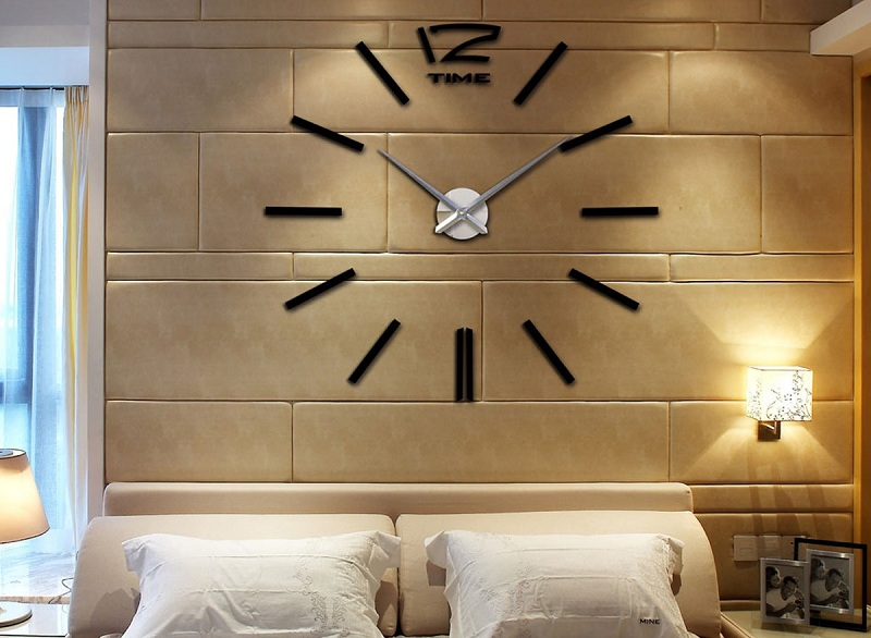 The Clock In The Interior as an Original Decor: Wall and Floor